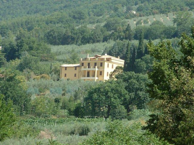 Villa Val d'Olivi, a 3 km da Assisi - Assise - Villa