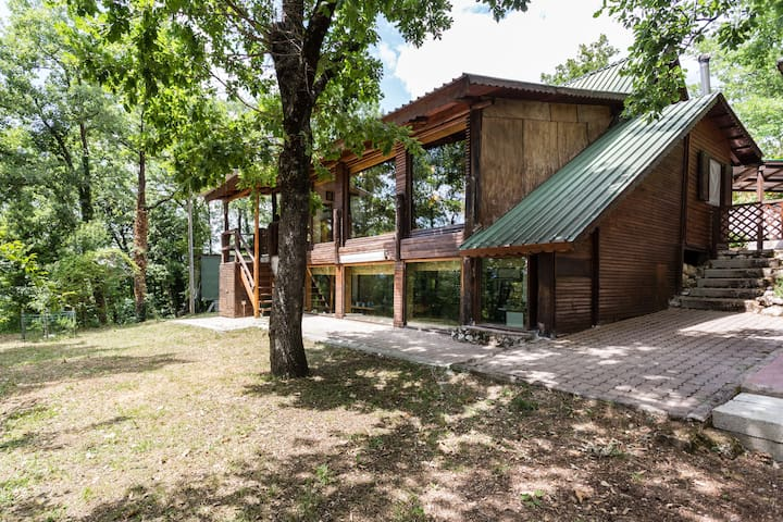 "Chalet in legno ""hideaway"" - Cupaello - Zomerhuis/Cottage"