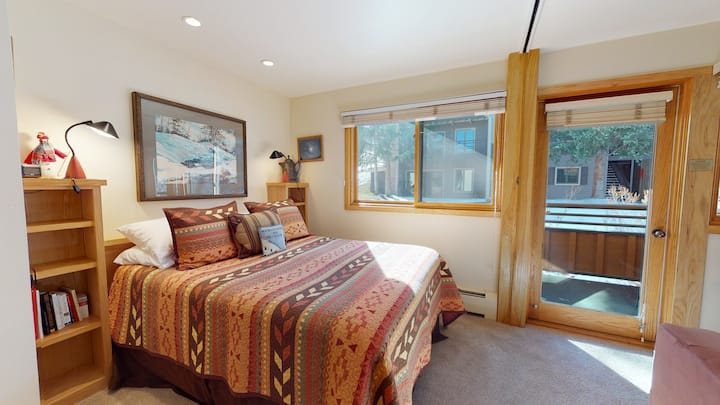 Ski-in, ski-out premier studio ~ Laurelwood 408