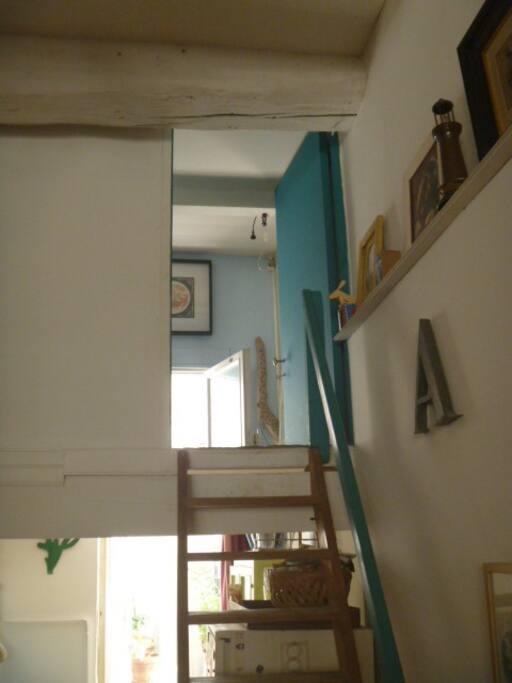 chambre en mezzanine ferm e appartements louer. Black Bedroom Furniture Sets. Home Design Ideas