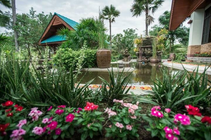 สีรุ้งรีสอร์ท - อ.เมืองเพชรบุรี - Casa