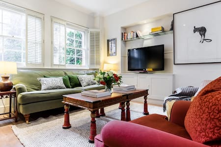 Historic 3 Bedroom House in Heart of Chelsea - London - House