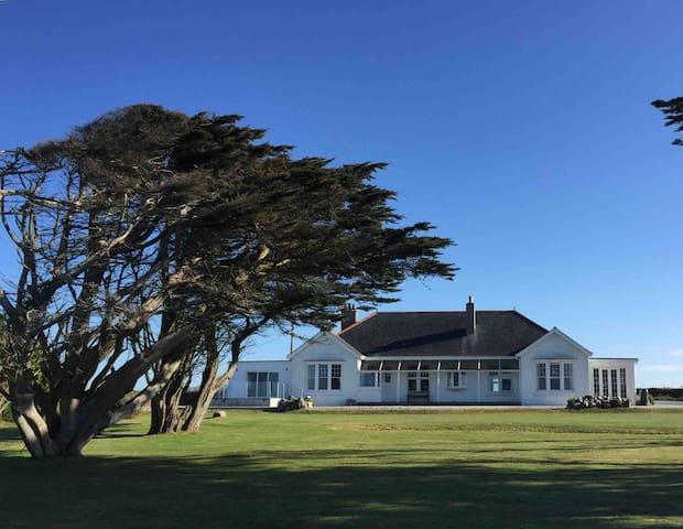 Coastal hideaway with panoramic views