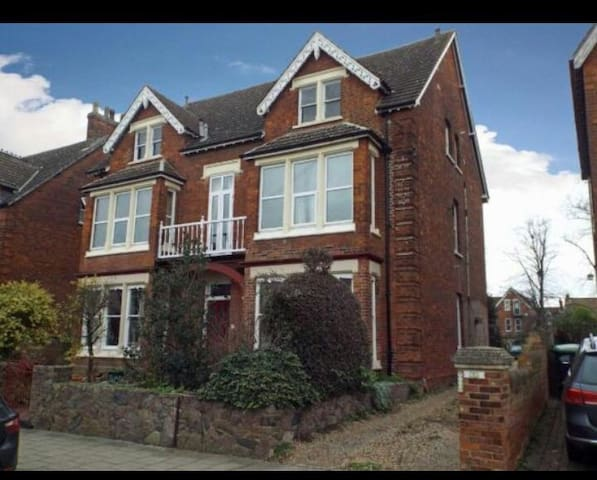 A charming 2 bedroom flat - Bedford - Apartmen