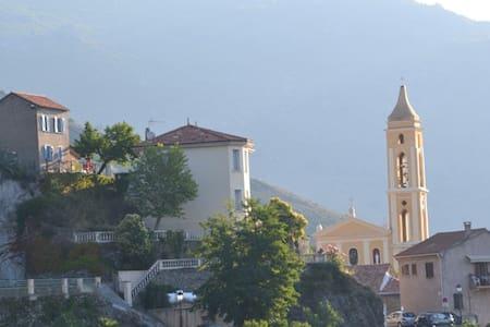 Maison avec une vue panoramique - Dům