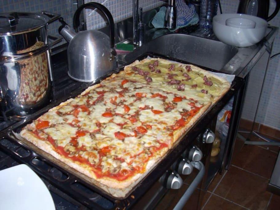 possibilita' di utlizzare il forno professionale per cucinare la pizza;)