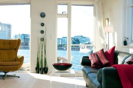 Enjoy CPH -  living on a Houseboat - København S - 船