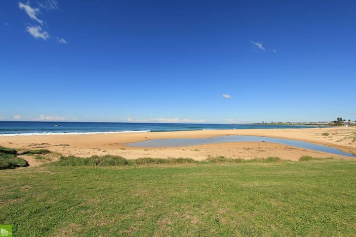 Arriba Beachfront Cottage - Thirroul