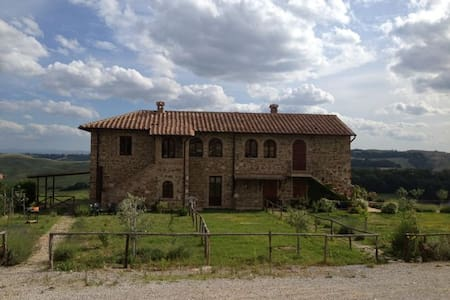 Country Home Apt. in Crete Senesi - Torre A Castello - Huoneisto