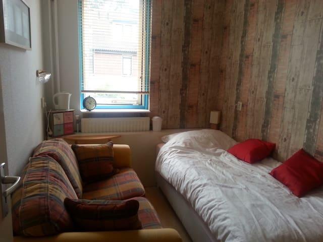 Thuiskomen in een klein knus kamer! - Amersfoort - Casa