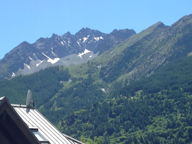 Magnifique vue montagne sur le massif du Monêtier