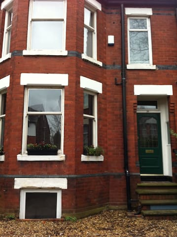 Large south Manchester family home - Manchester - House