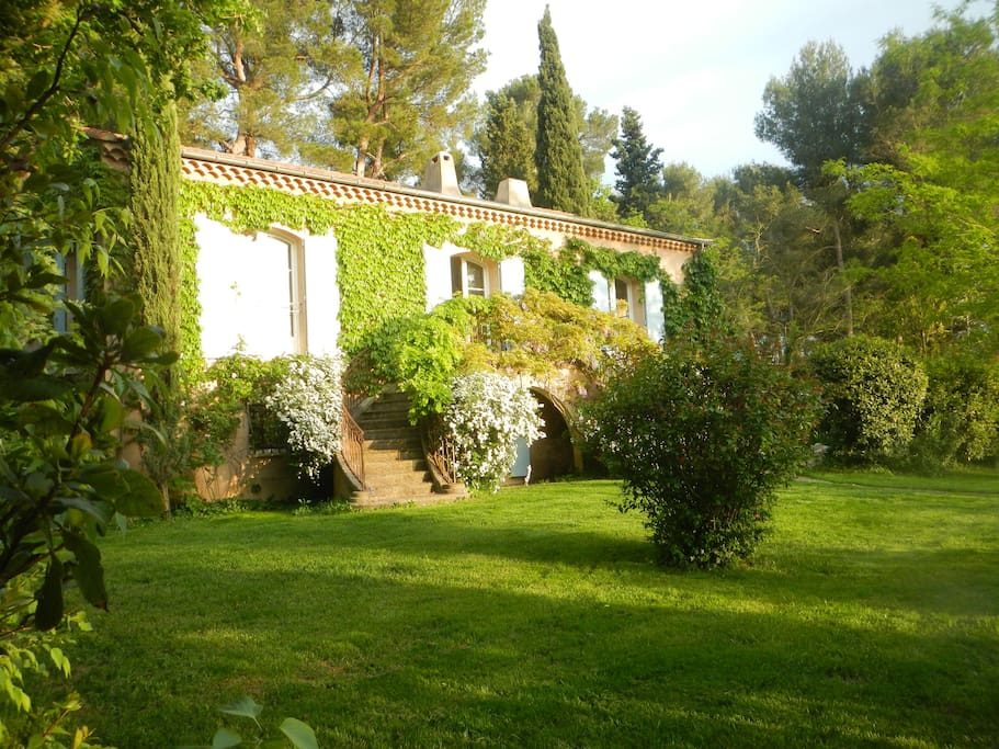 Sunny bastide with infinite pool secluded garden villas for rent in a - Cote bastide aix en provence ...