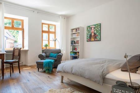 Freising zentral mit Charme - Freising - Apartemen