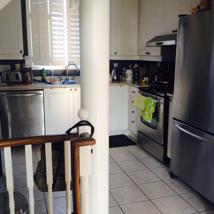 Kitchen, stainless steel appliances, large eat-in dining table