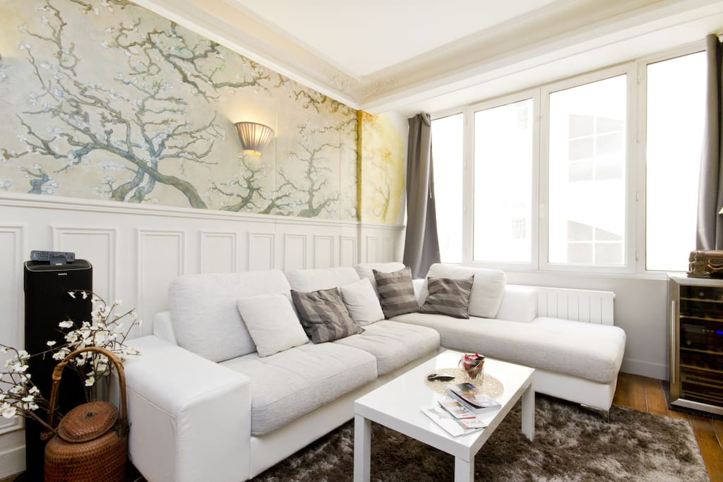 The Living room (26sqm) with a had painted fresque
