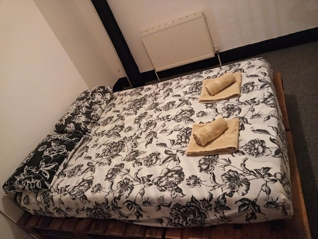 Double room in Victorian Terraced house
