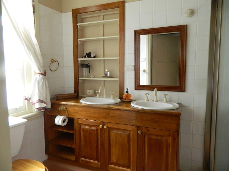 In House suit bathroom