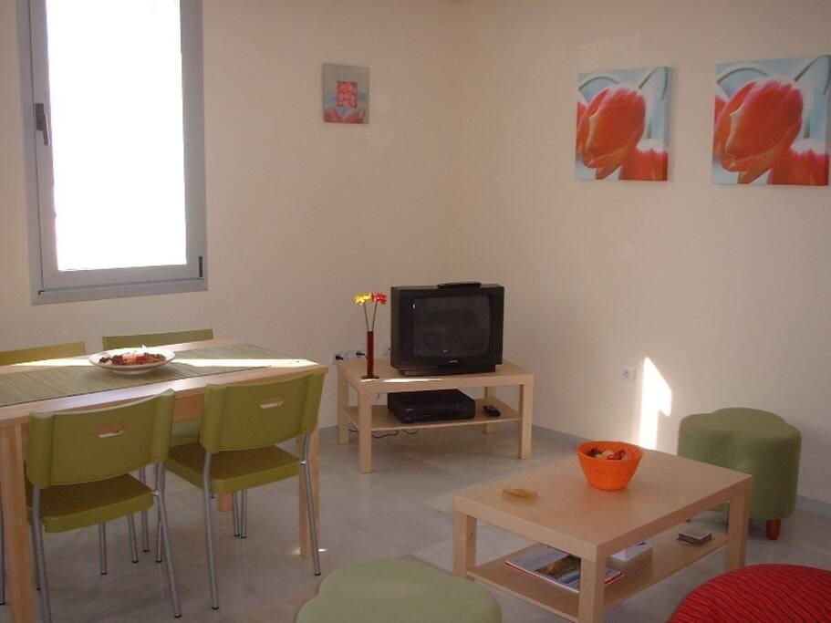 Salón exterior (luz natural y ventilación para verano)