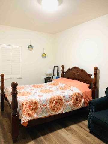 Buena Park room with queen size bed