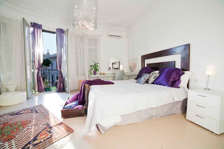PL WITH BALCONY IN  RESIDENTIAL AND TOURIST AREA - Barcelona - Apartamento
