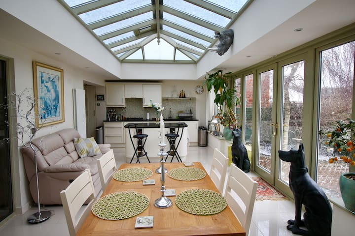 Luxury 3 bed detached bungalow NW London