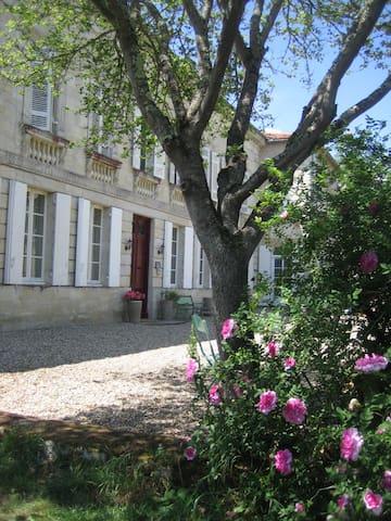 Château Rouge 47 - Chambre Ebène N°32 - Sainte-Bazeille - ที่พักพร้อมอาหารเช้า