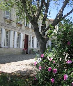 Château Rouge 47 - Chambre Ebène N°32 - Sainte-Bazeille - Bed & Breakfast