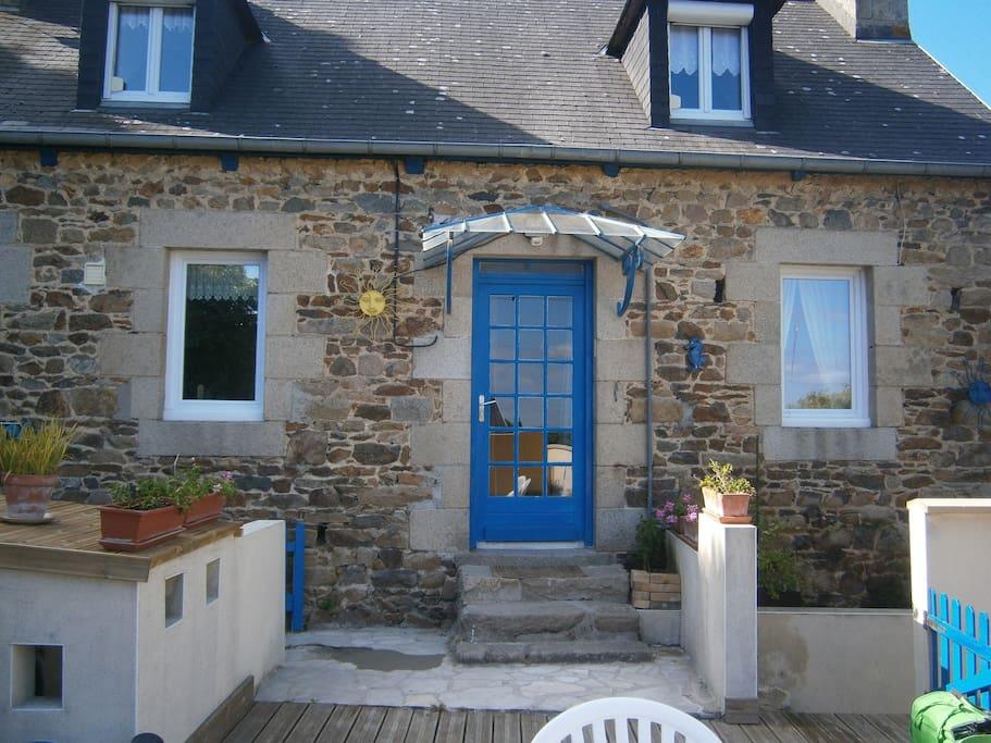 typique maison bretonne houses for rent in l zardrieux bretagne france. Black Bedroom Furniture Sets. Home Design Ideas