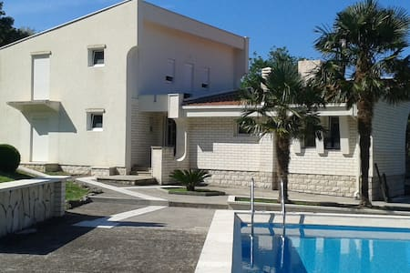 House with Swimming Pool - Dobra Voda - Vila