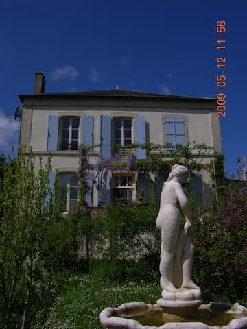 In Bourgogne, luxekamer Zuid - Marigny-sur-Yonne - Pis