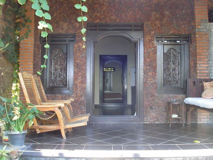 Balinese-style Beach-front House Amed
