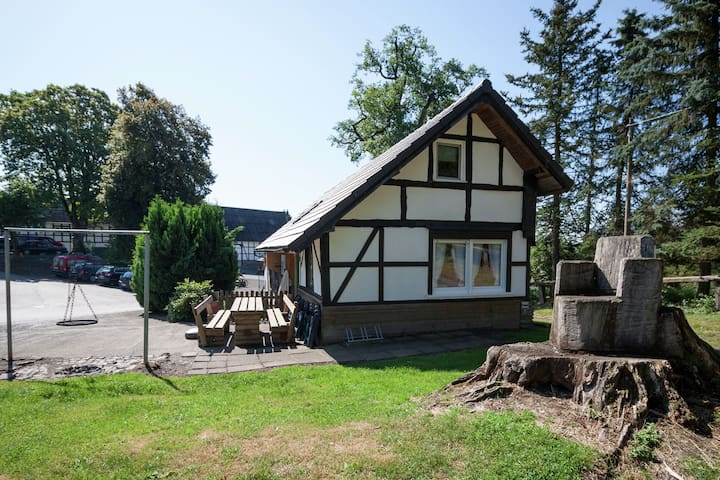 Vrijstaande vakantiewoning op een landgoed dicht bij de Hennesee in het Sauerland
