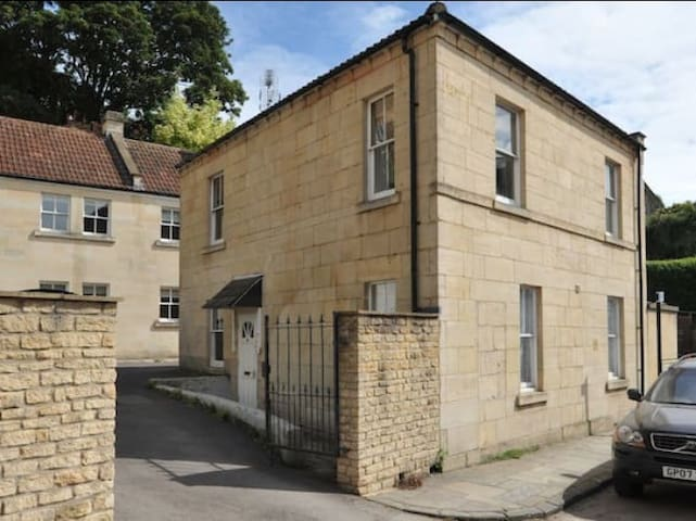 Pretty flat in Georgian coachhouse. - Bath - Apartamento