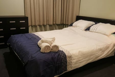@ Queenbed cosy room in a modern home free Wifi :) - Christchurch