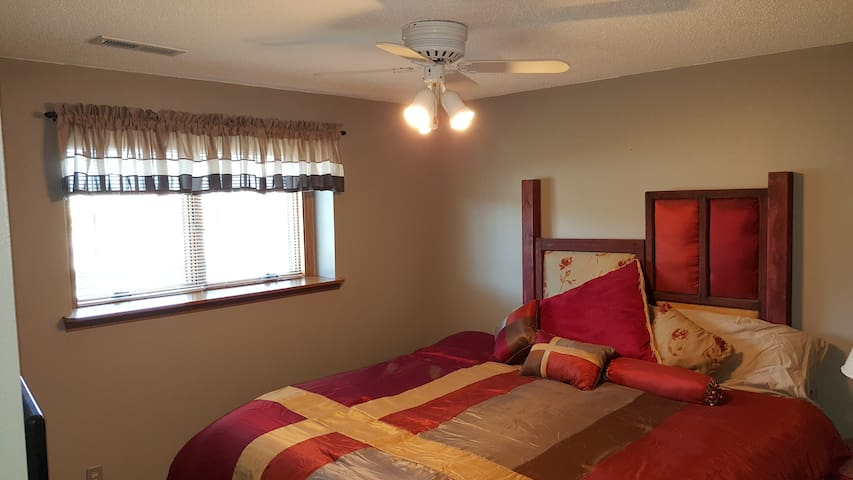 Roomy, Quiet Lower Level  w/ 2 bedrooms - Sioux Falls - Rumah