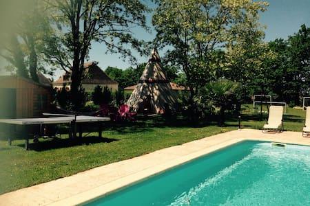 Maison neuve avec piscine chauffée - Beaumont-du-Périgord - Huis