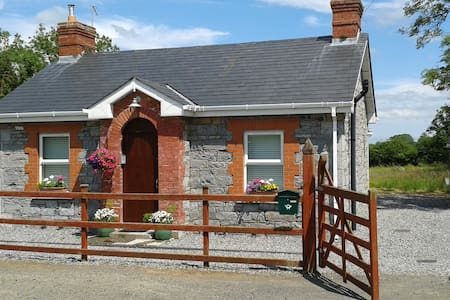 Three Bears Cottage, Co. Meath. - Cabin