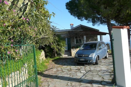 Villa con giardino e vista mare - Bordighera