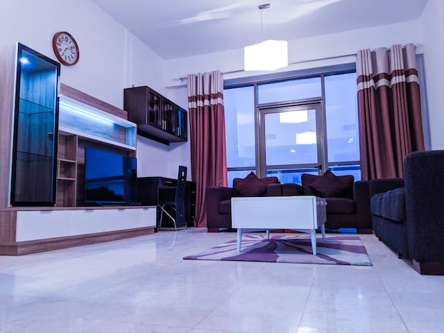 Deluxe 1 Bed Room Private Appt behind Mall of Emr