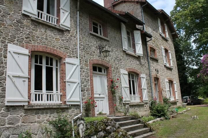 "Bon chez nous, kamer ""Beau Soleil"" - St.Amand Jartoudeix ( Bourganeuf ) - Bed & Breakfast"