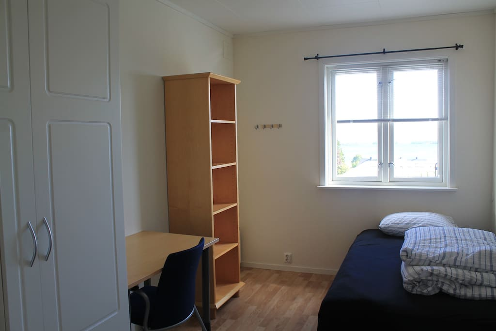 Bedroom with a double bed (120cm)