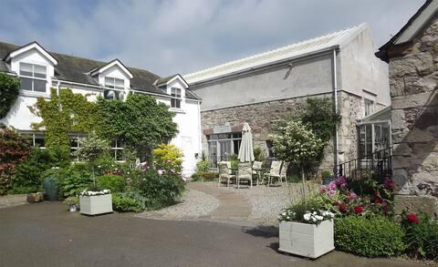 Courtyard Appartment at Knockraich