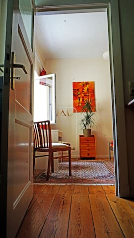 a quiet room with nice gardenview. - Rostock - Byt