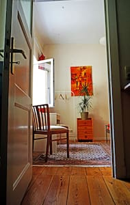 a quiet room with nice gardenview. - Rostock - Apartmen