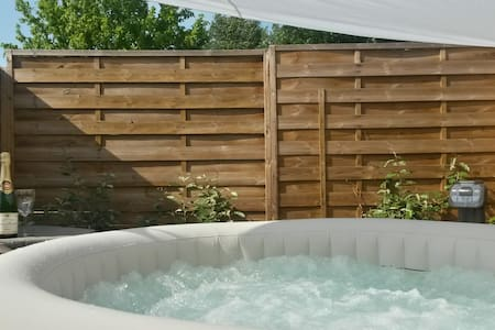 House relaxation - Private Jacuzzi - Espiet - Haus