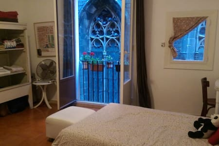 Central flat located in el Born right next to Cathedral Santa Maria del Mar.  Within walking distance to many Barcelona attractions as well as restaurants and cafes.  Beautiful cathedral stained glass window view directly out your window!