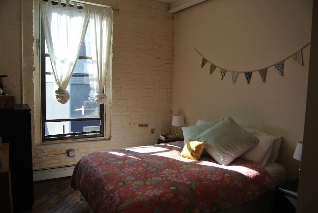 Spacious Sunlit Bedroom In Williamsburg Apartments For Rent In Brooklyn New York United States