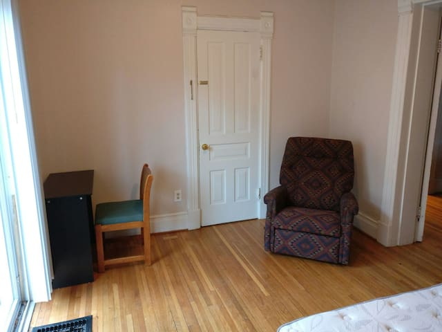 Private room 10 min walk from U-M campus - Ann Arbor - Dom