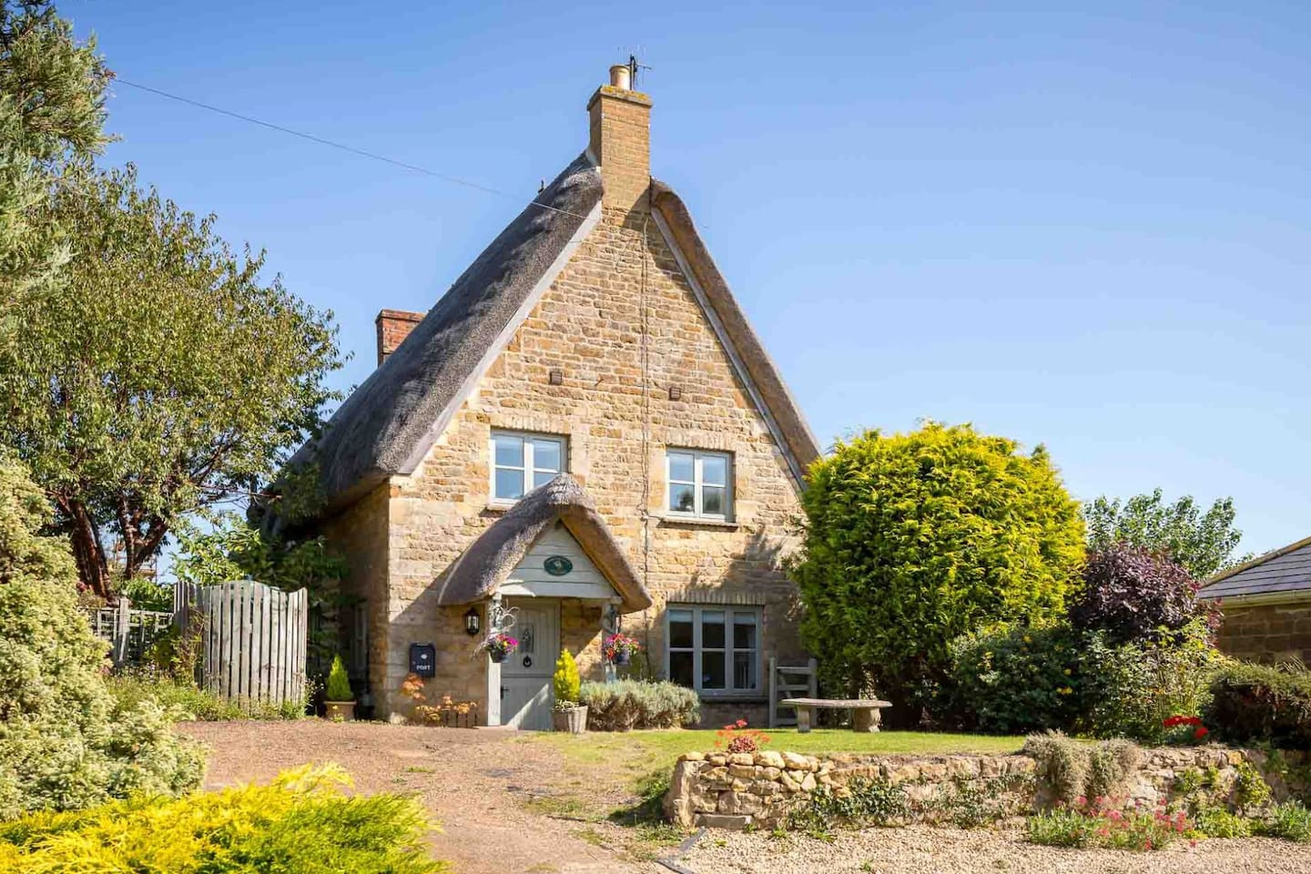 The idyllic Honeysuckle Cottage, peacefully located in the picturesque village of Sutton-under-Brailes